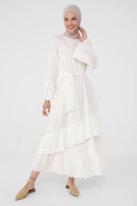 Refka Beyaz Kolları Ve Eteği Fisto Detaylı Kuşaklı Elbise