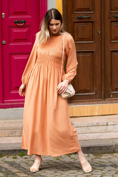 Alia Şeftali Büyük Beden Doğal Kumaşlı Büzgü Detaylı Elbise