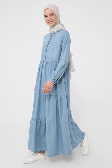 Benin Buz Mavi Doğal Kumaşlı Büzgü Detaylı Maksi Kot Elbise