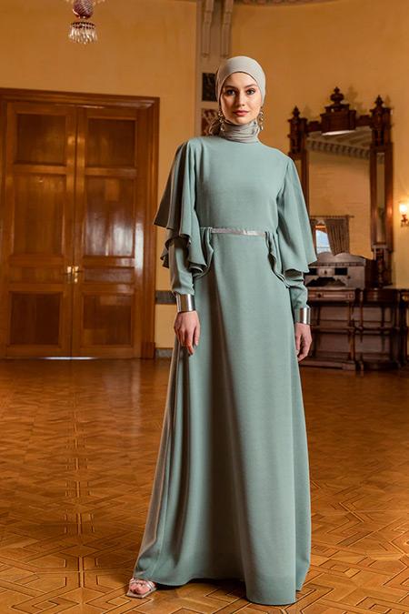 Özlem Süer X Refka Yeşil Volan ve Taş Şerit Detaylı Abiye Elbise