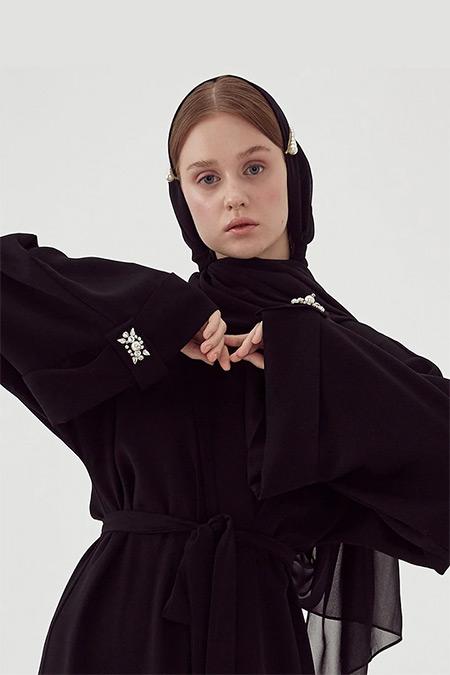 Nuum Design Siyah Kol Aksesuarı Detaylı Ferace