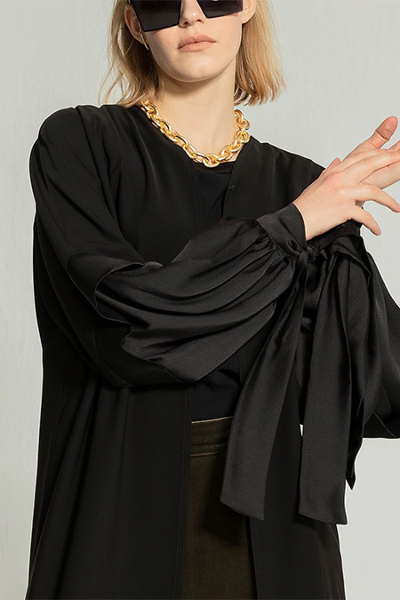 Nuum Design Siyah Saten Kol Fiyonklu Abaya