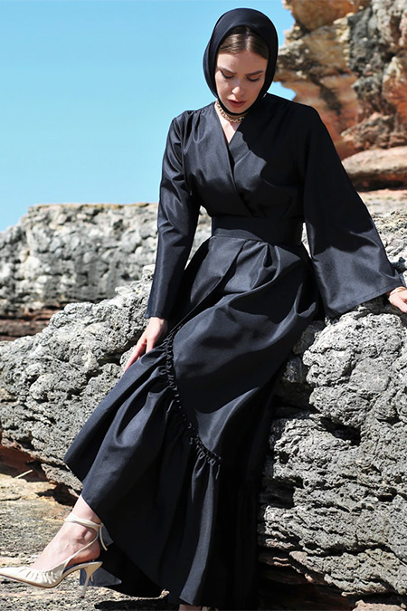 Nuum Design Siyah Volan Detaylı Tafta Kaftan Ferace