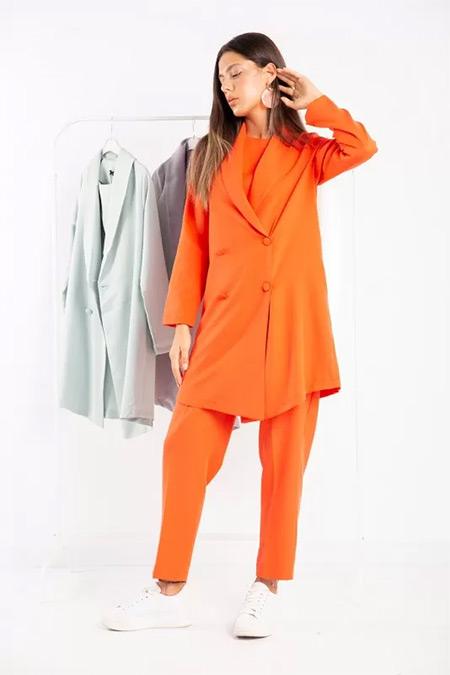 Melike Tatar Oranj Ceketli Takım